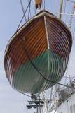 Mar de la navegación del bote de salvamento Imágenes de archivo libres de regalías