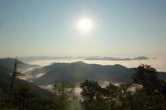 Mar de la niebla Imágenes de archivo libres de regalías
