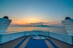 Mar de la puesta del sol en el transbordador de la travesía del puerto del shimabara Imagen de archivo libre de regalías