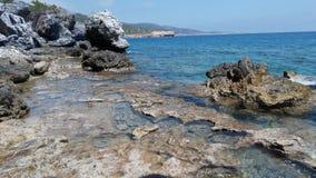 Mar de la roca imagenes de archivo