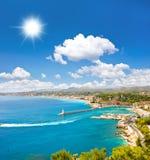 Mar de la turquesa y cielo azul asoleado perfecto Fotografía de archivo libre de regalías