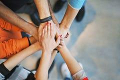 Mar de las manos que muestran la unidad y el trabajo en equipo Foto de archivo libre de regalías