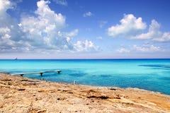 Mar de madeira Formentera de turquesa do cais de Illeta Fotos de Stock Royalty Free
