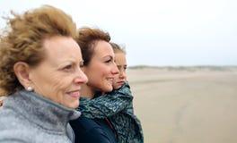 Mar de mirada femenino de tres generaciones en foto de archivo libre de regalías