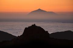 Mar de nubes en el soporte antedicho Pico del Teide de la salida del sol Foto de archivo libre de regalías