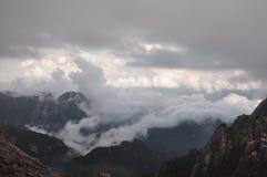 Mar de nubes sobre el valle Fotos de archivo libres de regalías