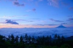 Mar de nubes y del Mt fuji foto de archivo