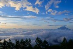 Mar de nubes y del Mt fuji fotos de archivo libres de regalías