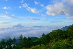 Mar de nubes y del Mt fuji fotos de archivo