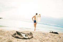 Mar de Running Into The del hombre de negocios foto de archivo