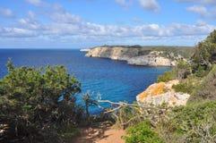 Mar de turquesa na baía em Balearic Island Menorca, spain Fotos de Stock Royalty Free