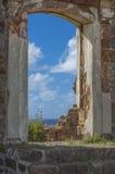 Mar dei Caraibi attraverso la vecchia porta Fotografie Stock Libere da Diritti