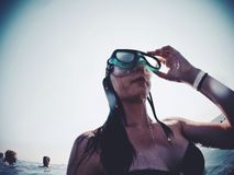 Mar del agua del viaje del salto del viaje del pavo de la muchacha del verano Foto de archivo