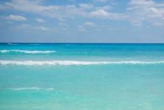 Mar del Caribe y cielo azul Imagen de archivo libre de regalías