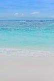 Mar del cielo azul Foto de archivo