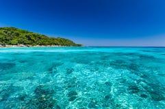 Mar del cielo azul en Tachai Imagenes de archivo