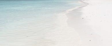 Mar del cielo azul y de la turquesa fotos de archivo libres de regalías
