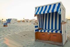 Mar del Norte, sillas de playa en la playa Foto de archivo
