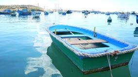 Mar del pueblo pesquero  almacen de metraje de vídeo