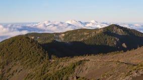 Mar del Time Lapse del mar de nubes en el paisaje volcánico Tenerife, España almacen de video
