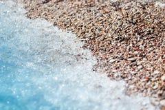 Mar e areia borrados delicado ao meio Imagem de Stock Royalty Free