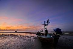 Mar e barco Imagens de Stock