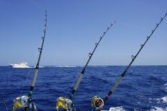 Mar e céu azuis em um dia de pesca do atum do grande jogo Foto de Stock Royalty Free