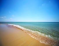 Mar e céu azul Imagens de Stock