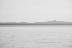 Mar e céu com horizonte da terra Fotografia de Stock Royalty Free