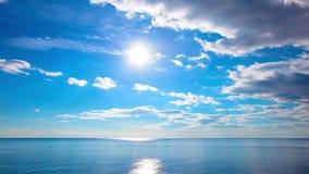 Mar e céu. 4K. HD COMPLETO, 4096x2304. vídeos de arquivo
