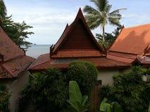 Mar e casas bonitas Imagem de Stock Royalty Free