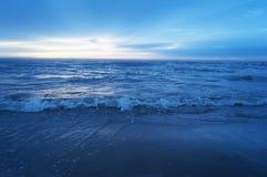 Mar e luz do sol na manhã Imagem de Stock Royalty Free