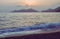 Mar e luz solar imagens de stock
