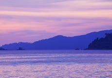 Mar e montanha foto de stock royalty free