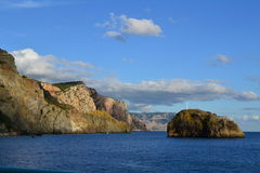 Mar e montanhas Foto de Stock Royalty Free