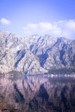 Mar e montanhas Foto de Stock