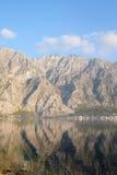 Mar e montanhas Imagem de Stock Royalty Free