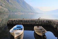 Mar e montanhas Fotografia de Stock Royalty Free