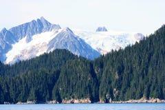 Mar e montanhas de Alaska Fotografia de Stock