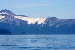 Mar e montanhas de Alaska Foto de Stock Royalty Free