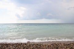 Mar e o céu antes da tempestade Fotos de Stock