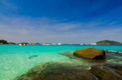Mar e oceano bonitos em Tailândia foto de stock
