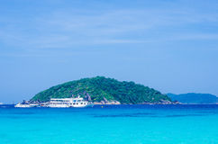 Mar e oceano bonitos em Tailândia imagens de stock
