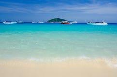 Mar e oceano bonitos em Tailândia fotografia de stock