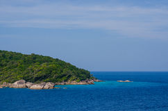 Mar e oceano bonitos em Tailândia fotos de stock royalty free