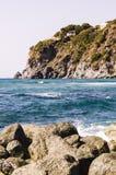 Mar e penhasco Fotos de Stock