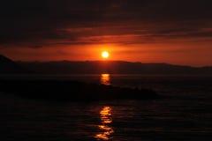 Mar e por do sol no peru imagens de stock