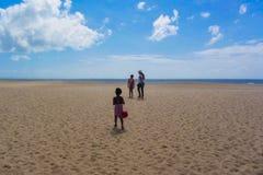 Mar e praia bonitos da paisagem fotos de stock royalty free