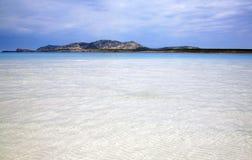 Mar e praia bonitos Sardinia Fotografia de Stock