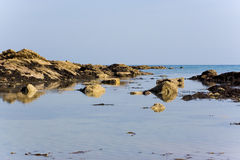 Mar e rochas Fotografia de Stock Royalty Free
